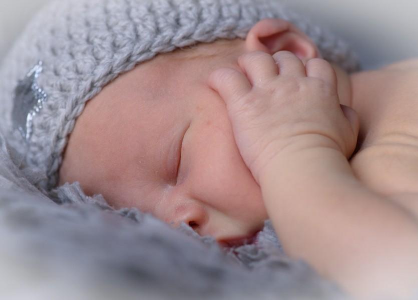 baby in Zuid Scharwoude, newborn 014